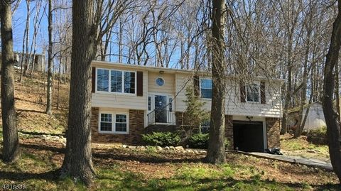 25 Fairview Ter, Wantage Township, NJ 07461