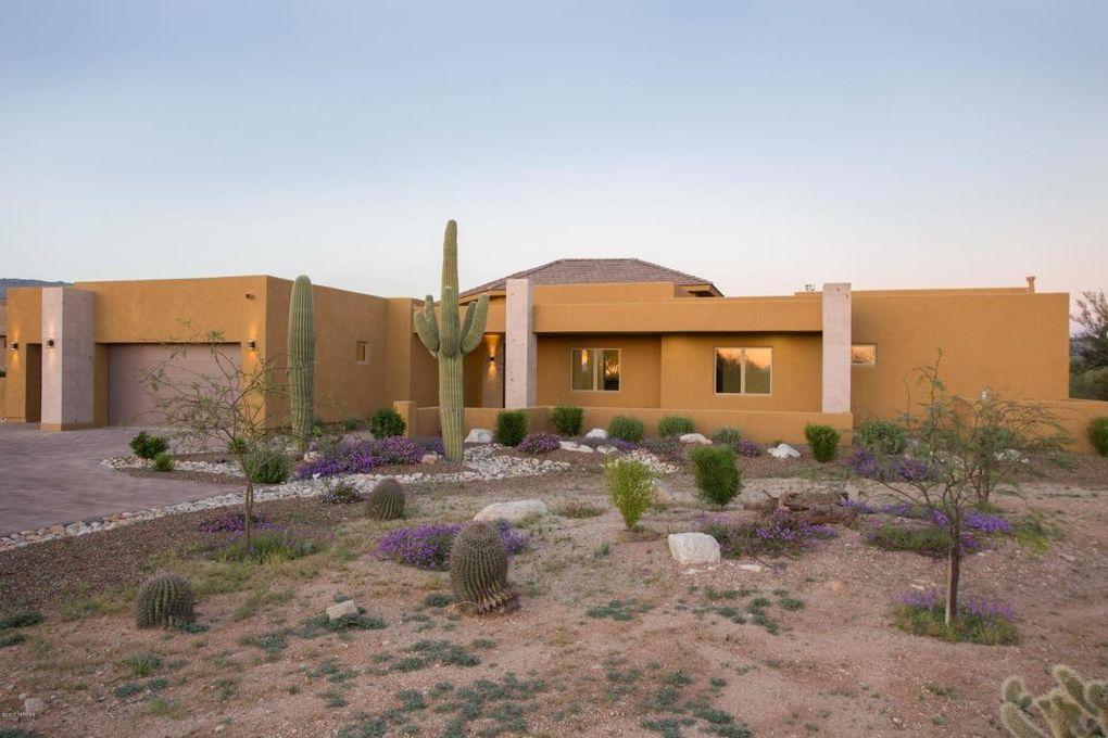 2706 N Megafauna Ct, Tucson, AZ 85749