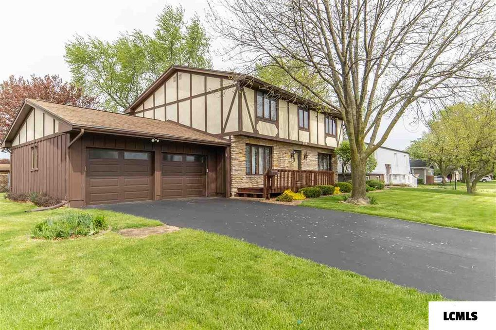 108 Crestwood Dr Lincoln, IL 62656