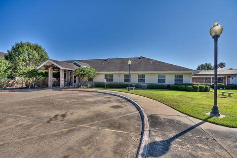 Photo of 1700 E Stone St Apt 600, Brenham, TX 77833