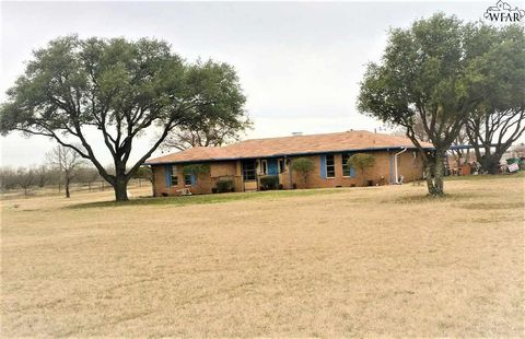 Photo of 1008 S College Ave, Holliday, TX 76366