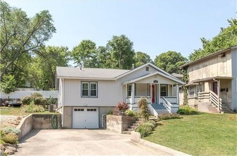 9421 E 15th St S, Independence, MO 64052