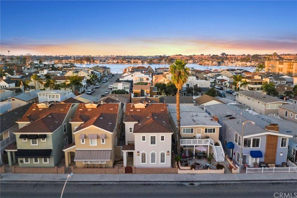 210 E Balboa Blvd, Newport Beach, CA 92661