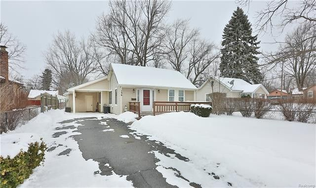 136 Starr Ave, Waterford Township, MI 48328