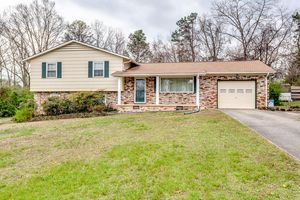 1009 W Park Dr, Knoxville, TN 37909