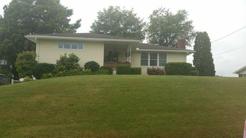 801 Country Club Dr, Sistersville, WV 26175
