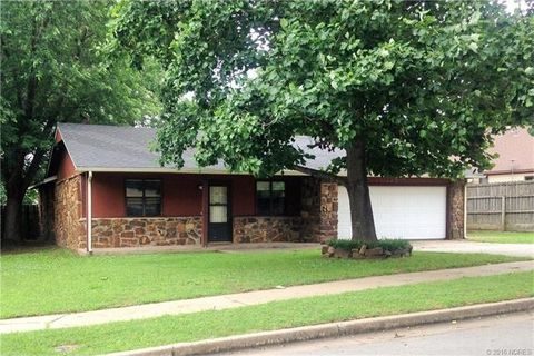 328 W 50th Pl, Sand Springs, OK 74063