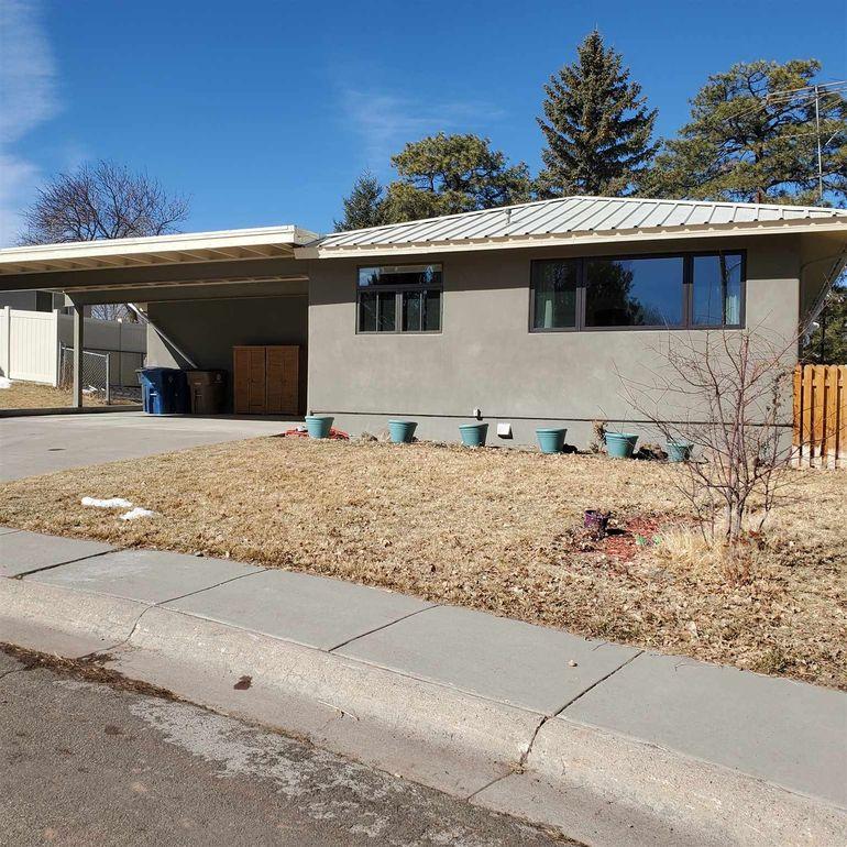 913 Tewa Loop Los Alamos, NM 87544