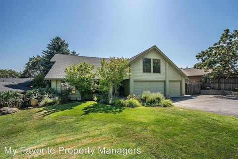 Photo of 1043 Tamara Cir, Medford, OR 97504