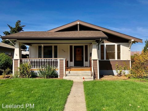 Photo of 1015 E 10th St, The Dalles, OR 97058