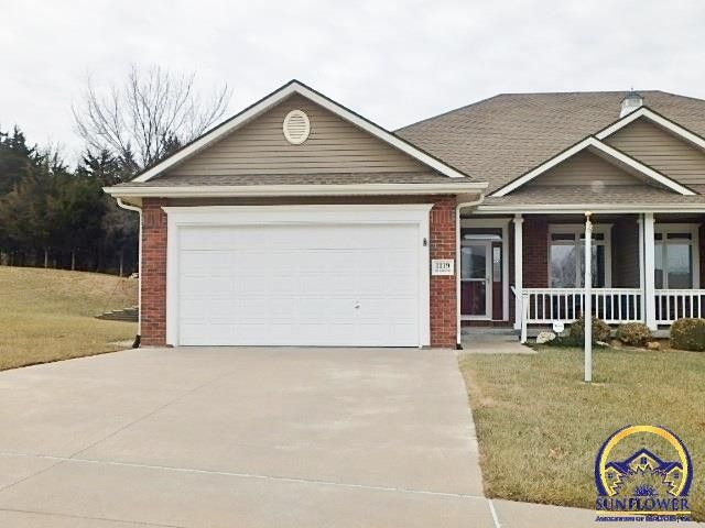 1119 Sw Red Oaks Ct Topeka Ks 66615 Realtor