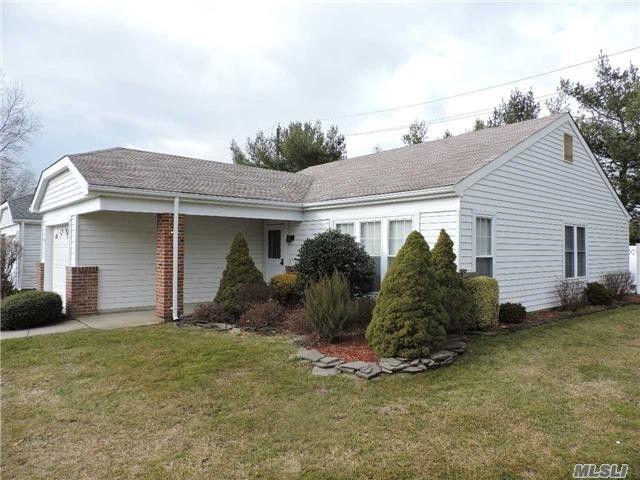 3 Lamont Ct, Ridge, NY 11961