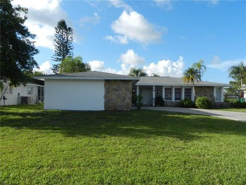 Photo of 18 Golfview Ct, Rotonda West, FL 33947