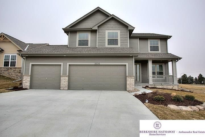 11607 S 110th Ave, Papillion, NE 68046