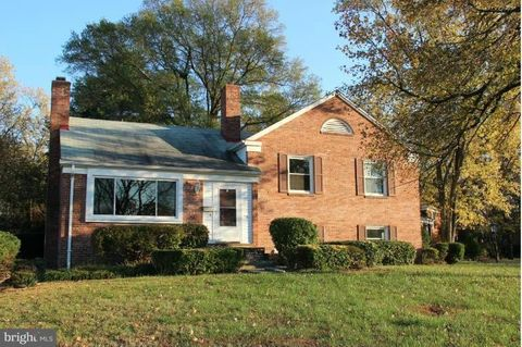 6101 Clearbrook Dr, Springfield, VA 22150