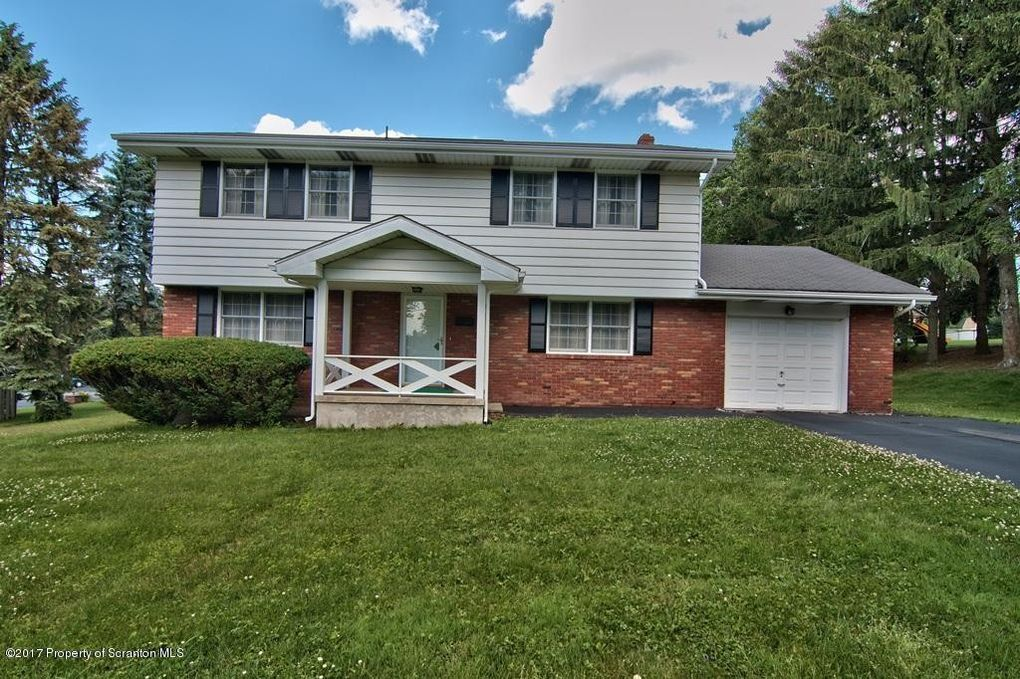 526 N Abington Rd Waverly, PA 18471