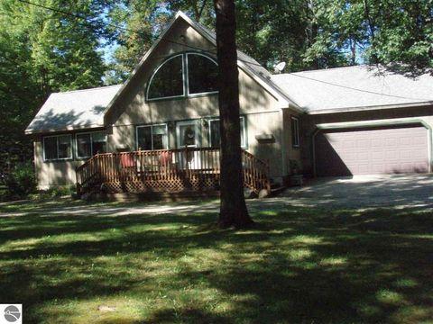 6392 Birchwood Dr, Lake, MI 48632