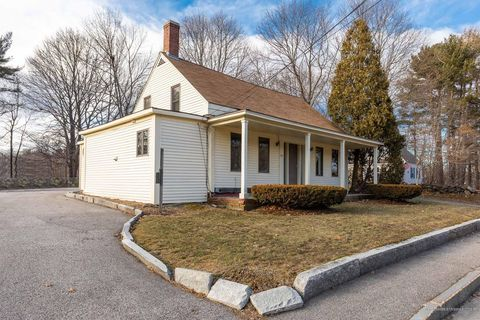 Photo of 83 Rogers Rd, Kittery, ME 03904