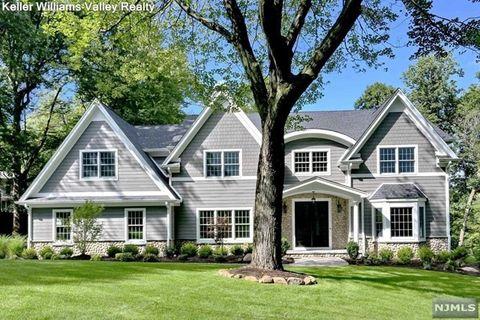 594 Whitenack Rd, River Vale, NJ 07675