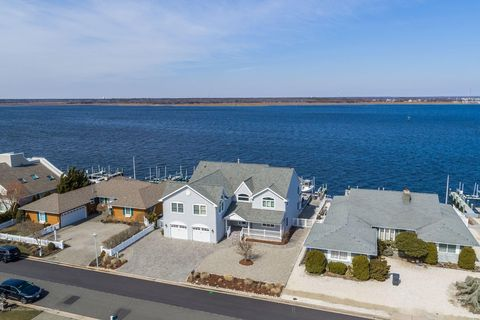 Photo of 267 Curtis Point Dr, Mantoloking, NJ 08738