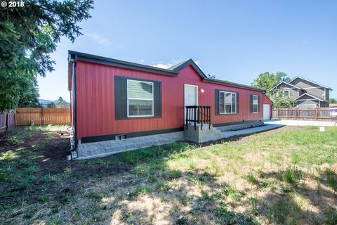 3853 E St, Springfield, OR 97478