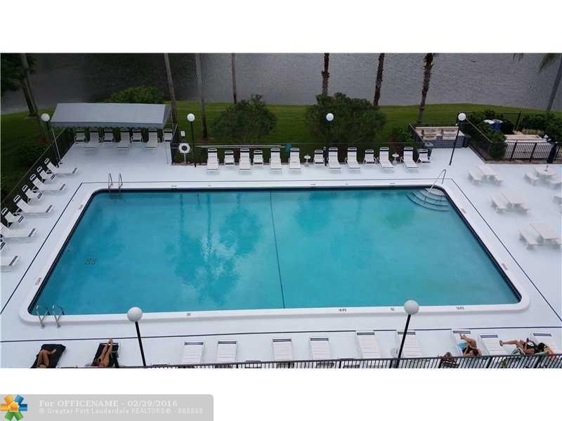 2220 N Cypress Bend Dr Apt 108 Pompano Beach, FL 33069