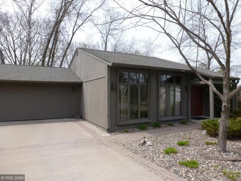Photo of 1662 Woodland Dr, Red Wing, MN 55066