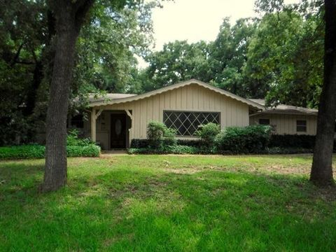 Photo of 7220 Meadowbrook Dr, Fort Worth, TX 76112