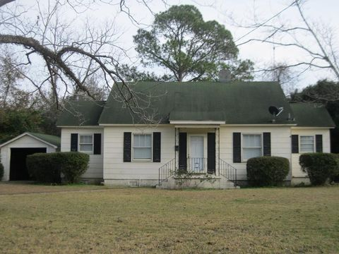 Photo of 603 S Tillman St, Glennville, GA 30427