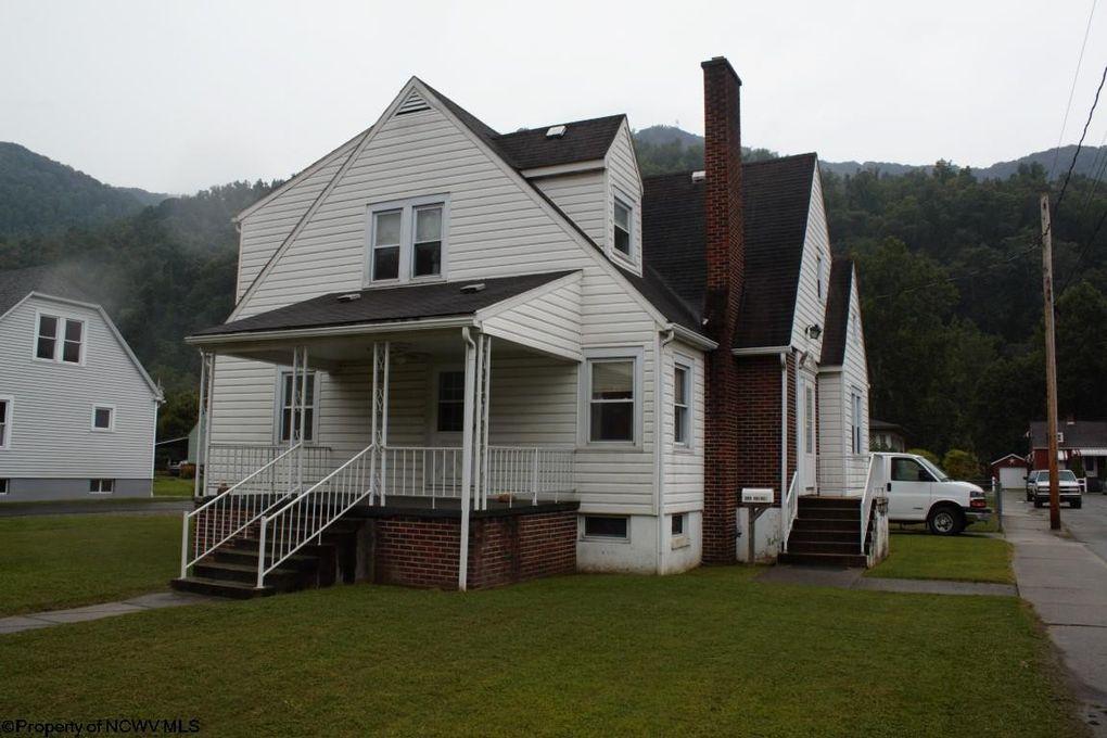 109 Hoover St, Webster Springs, WV 26288