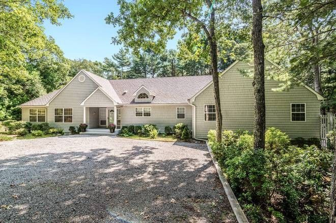 32 cordwood ln east hampton ny 11937 for Cordwood house cost