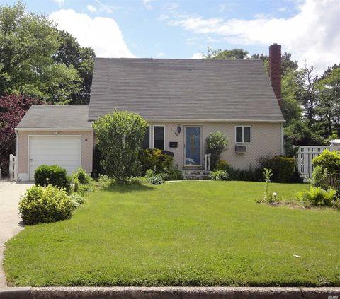 Photo of 1544 Potter Blvd, Bay Shore, NY 11706