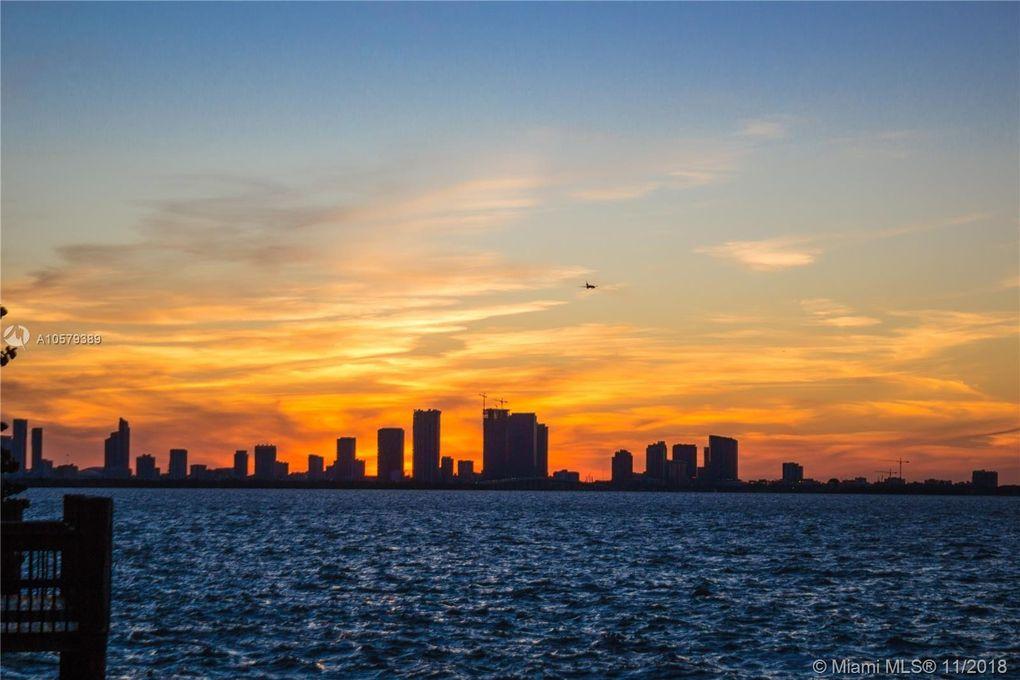 4750 N Bay Rd, Miami Beach, FL 33140