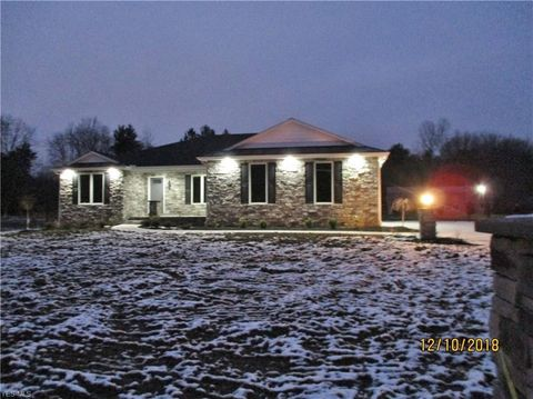 Photo of 2028 Bishop Woods Ct, Youngstown, OH 44514