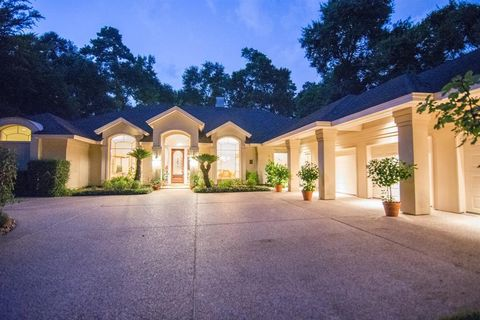 Photo of 129 Grogans Point Rd, The Woodlands, TX 77380