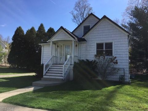 Photo of 277 S Franklin St, Chagrin Falls, OH 44022