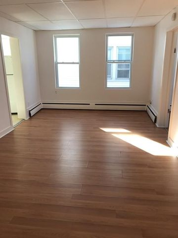 Fabulous Chicopee Center Chicopee Ma Apartments For Rent Realtor Com Download Free Architecture Designs Embacsunscenecom