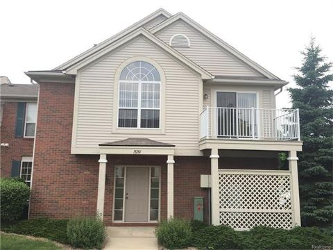18201 Chesapeake Cir, Commerce Township, MI 48390