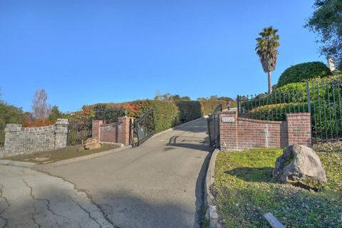 27220 Carrington Cir, Los Altos Hills, CA 94022