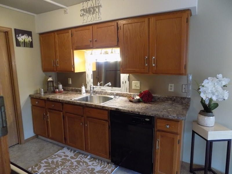 8063 W Manor Cir, Milwaukee, WI 53223