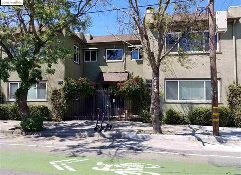 Photo of 908 40th St, Oakland, CA 94608