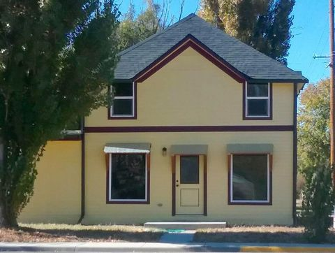362 4th St N, Basin, WY 82410