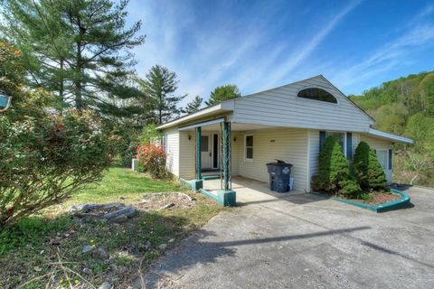 Photo of 340 Clearwater Dr, Kingsport, TN 37664