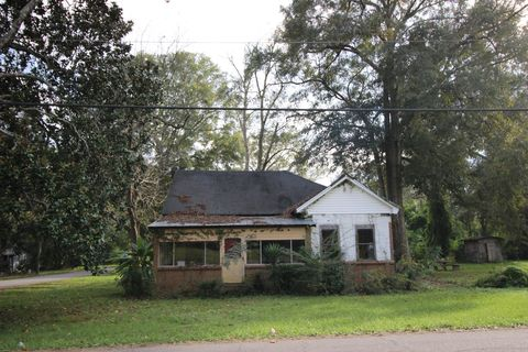 500 Bay Ave, Richton, MS 39476