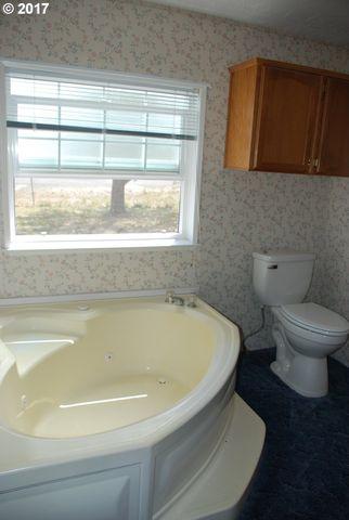 Bathroom Fixtures Eugene Oregon 86277 franklin blvd, eugene, or 97405 - realtor®