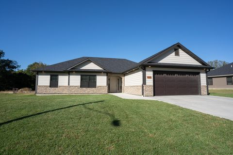 Photo of 1009 Holman Rd, Moberly, MO 65270