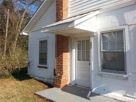 Photo of 553 S Broad St, Mooresville, NC 28115
