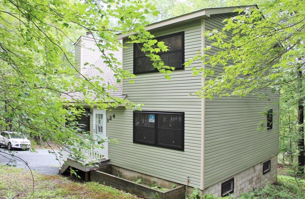 124 Ferris Rd, Hawley, PA 18428