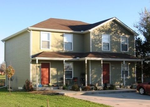 Photo of 306 Baker St, Baldwin City, KS 66006