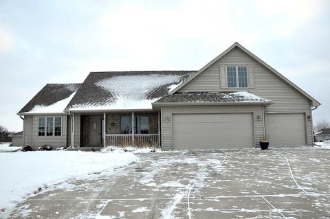 120 Bengal Ln, Wrightstown, WI 54180